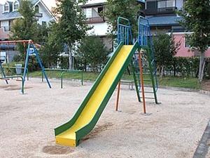 公園 ディップス 滑り台